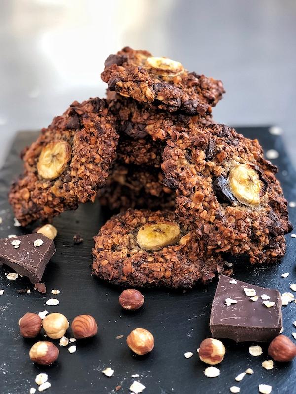 Galletas-con-chispas-de-chocolate-y-plátano-y-avellanas-vegano-saludable-natural_1